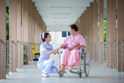 lady nurse talking with the patient